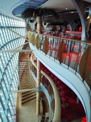 Treppenaufgang im Theatrium © Ben Simonsen