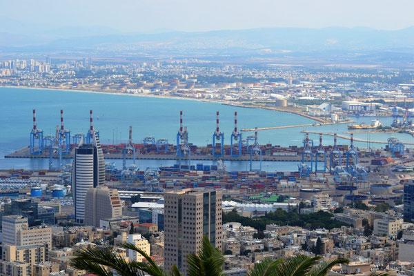 Viewpoin Haifa mit Blick auf den Industriehafen
