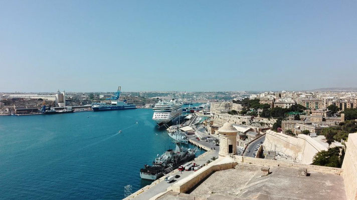 AIDAstella im Hafen von Valletta