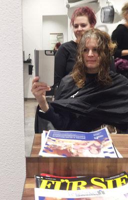 Für Sie - Gaby beim Friseur