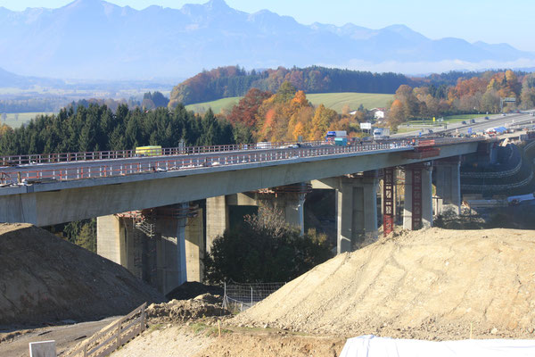Talbrücke Bergen – Bundesautobahn A 8