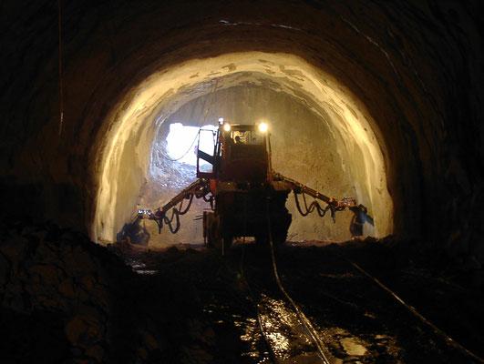 Durchschlagloch mit Bohrwagen_B 33 Ortsumfahrung Hornberg, Tunnel Hornberg