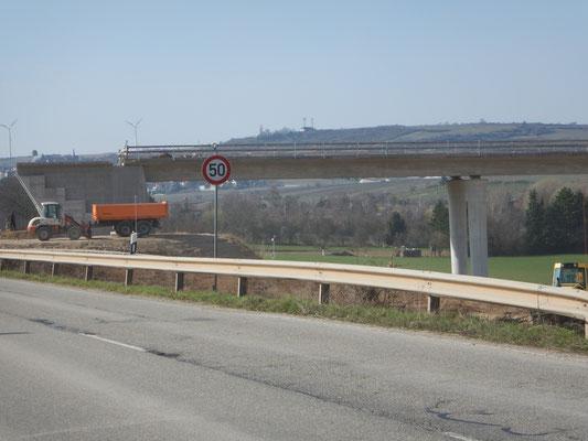 Eckbachtalbrücke in Kirchheim an der Weinstraße Neubau einer 7 - Feld - Talbrücke im Zuge der Neuplanung der B 271 neu, Umgehung Kirchheim a. d. Weinstraße