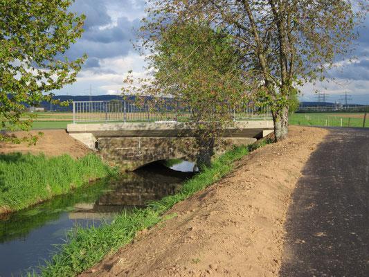 Brücke Hornungsäcker über den Landgraben Überbauung einer denkmalgeschützten Sandsteinbrücke