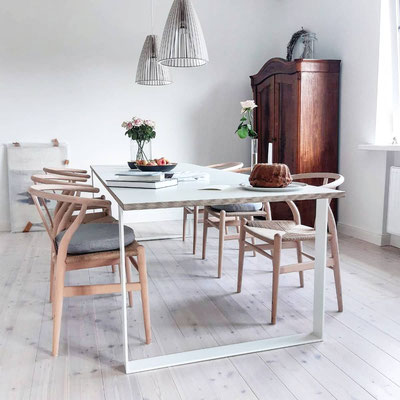 Esstisch mit Stahlrahmen weiss beschichtet