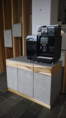 Kaffeetresen Beton und Whitewood massiv