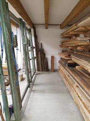 Holzlager und Plattenpresse