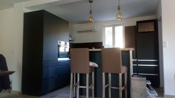 Rénovation complète espace cuisine: Plafond, murs, électricité, plomberie, sol Travertin