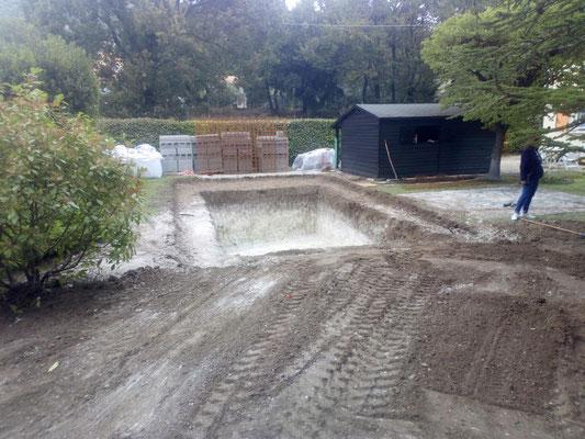 Terrassement piscine avec régalage des terres sans évacuation