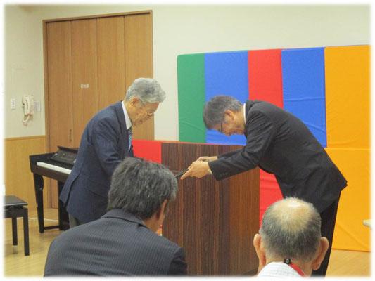 当法人稲松理事長より感謝状の授与