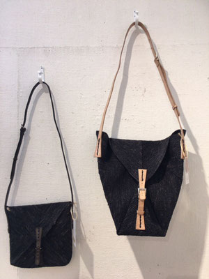 ISIKA   color : black  価格   (左)¥ 12,000 ( 右)¥15,000