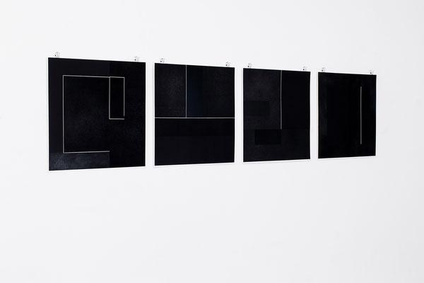 Alkyd en houtskool op papier, 4 maal 49 x 49 cm (2020)