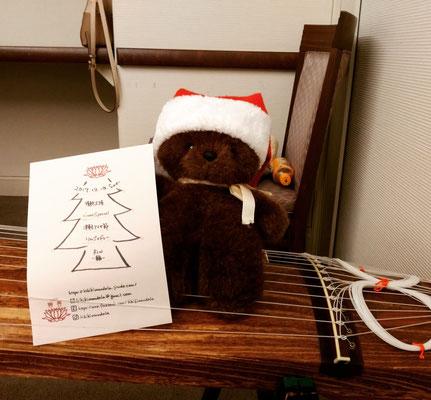 今日の助っ人くまちゃん。サンタ帽がお似合い。