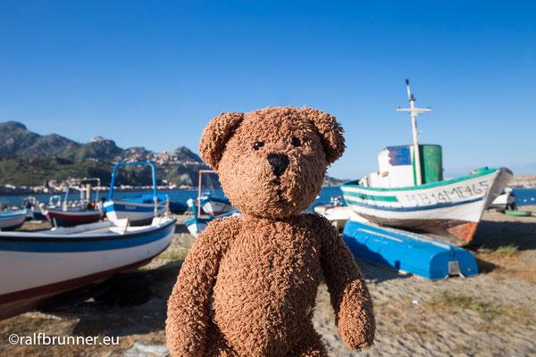 Giardono Naxos ist vor Taormina. Oder Taormina ist halt hinter Giordano Naxos.