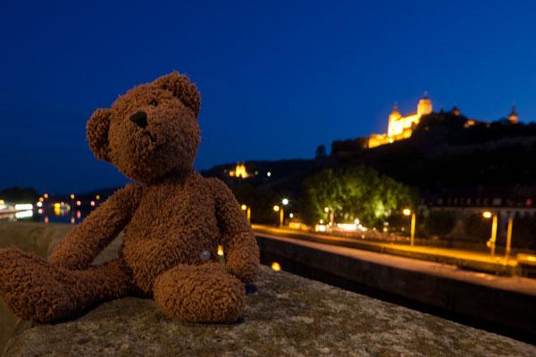 abends im würzburg auf der alten mainbrücke ist es am allerschönsten