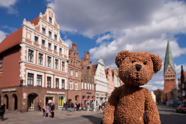 Hier bin ich in Lüneburg. Das ist in der Nähe der Lüneburger Heide.