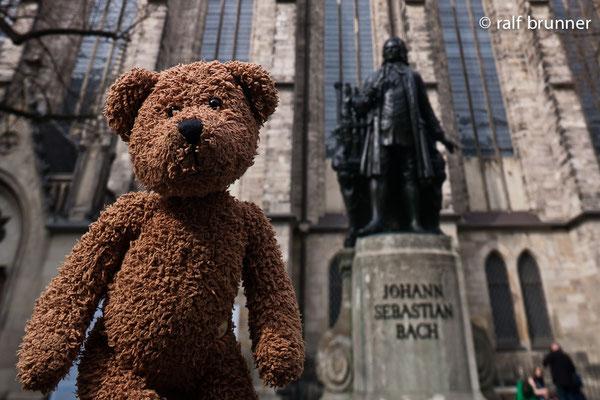 Ich und der Johann Sebastian Bach. Wir beide haben in Leipzig gewirkt. Zugegeben, der Gevatter Bach etwas länger und früher. Aber im Prinzip...