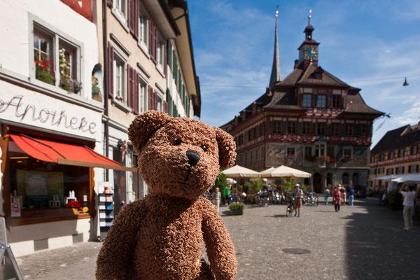 Das ist das Städtchen Stein am Rhein. Das liegt in der Schweiz. Und die Schweiz war einmal das gelobte Land –für Steuerflüchtlinge.