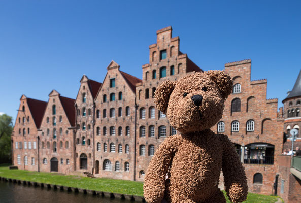 Die krummen und schiefen Häuser der berühmten Salzspeicher an der Obertrave in Lübeck. Obwohl Lübeck ja eigentlich viel berühmter wegen des Marzipans ist...