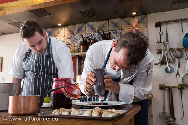 Florian und David in der Küche