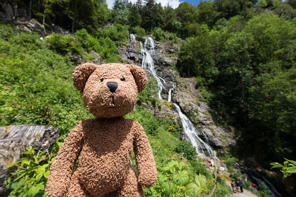 Hinter mir plumpst das Wasser bei Todtnau den Berg hinunter. Und zwar so hoch wie sonst nirgends in ganz Deutschland!