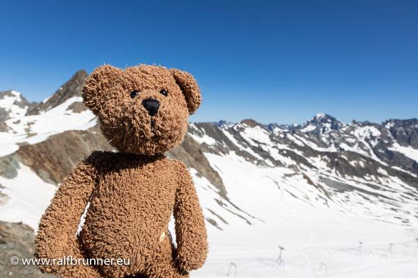 Oben auf dem Stubai-Gletscher ist die Luft dann etwas kälter und etwas dünner als unten im Tal...