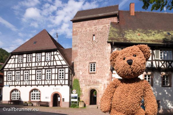 Was machen Mönche in langen, dunklen Wintermonaten im Schwarzwald? Genau: Sie brauen Bier. Und weil die Winter im Schwarzwald lange dauern, brauen sie viel Bier! So geschieht das schon seit Jahrhunderten in Alpirsbach.