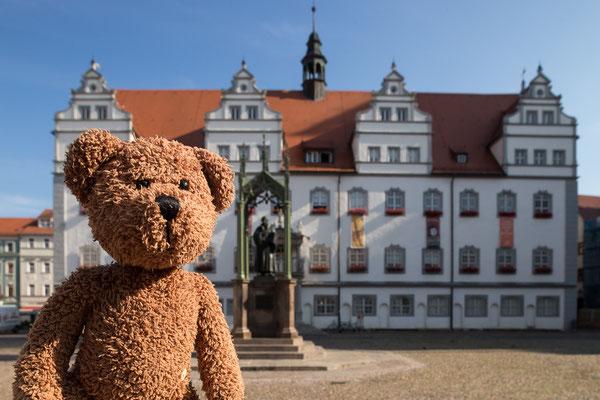 Wittenberg. Hier hat Kollege Luther protestiert. Und deshalb gibt es jetzt Protestanten. Alles voller Weltkulturerbe hier. Aber leider auch alles eingerüstet...