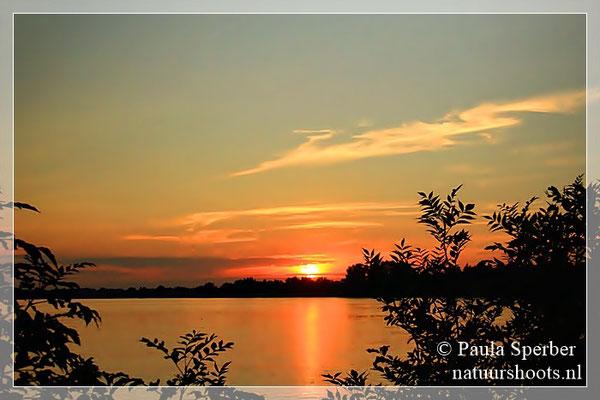 zonsondergang Maas