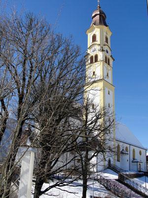 Blick vom Haus auf die Kirche St. Nikolaus