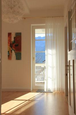 Flur / Zugang zum Balkon und zum Garten