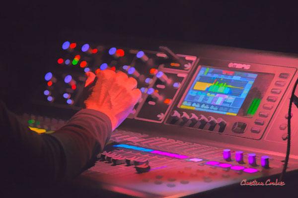 Pablo Jaraute à la console son. Festival JAZZ360, vendredi 4 juin 2021, Cénac. Photographie © Christian Coulais
