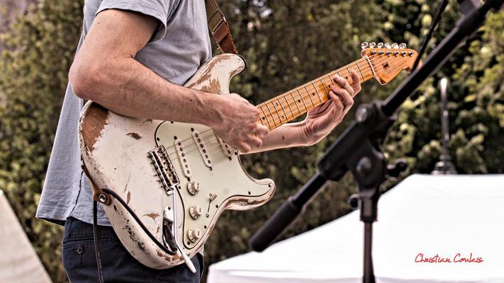 Guitare de Francis Larue; Cissy Street. Festival JAZZ360, Quinsac. Dimanche 6 juin 2021. Photographie © Christian Coulais