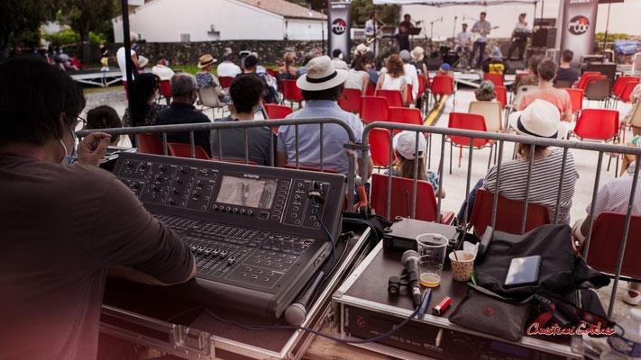 Console sons de Pablo Jaraute, concert de Cissy Street. Festival JAZZ360, Quinsac. Dimanche 6 juin 2021. Photographie © Christian Coulais