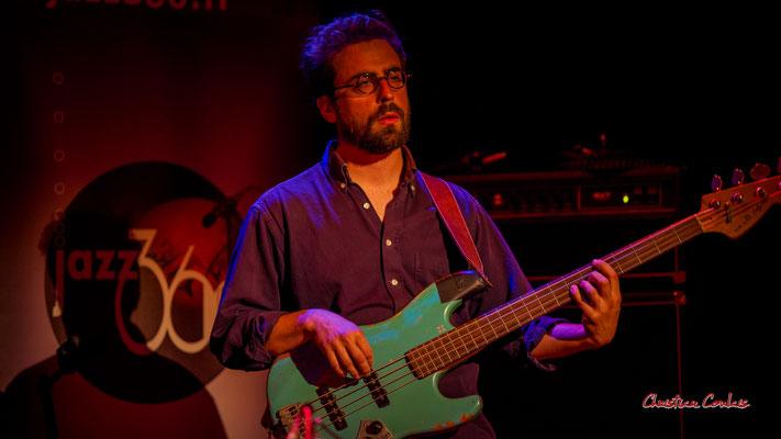 Pierre Terrisse, guitare basse. Festival JAZZ360, vendredi 4 juin 2021, Cénac. Photographie © Christian Coulais