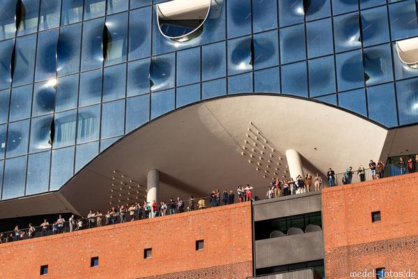 Elbphilharmonie mit Besuchern