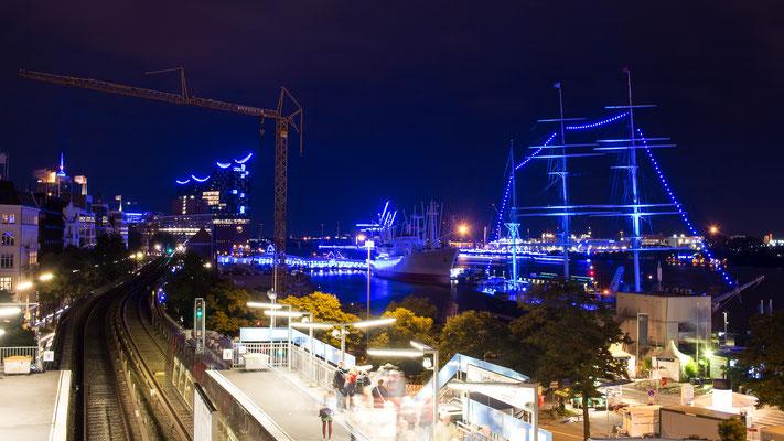 Hamburg Blue Port 2017: Blick auf Rickmer Rickmers, Cap San Diego und Elbphilharmonie
