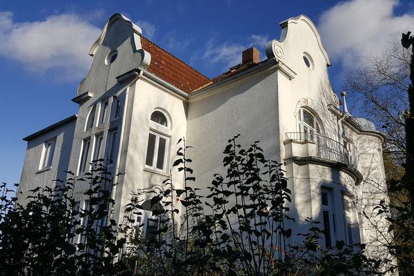 Villa Wedel in der Herbstsonne