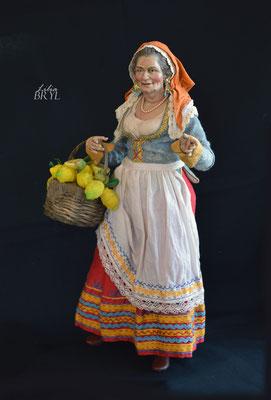 Popolana con un cesto di limoni, pastore napoletano, 35 cm