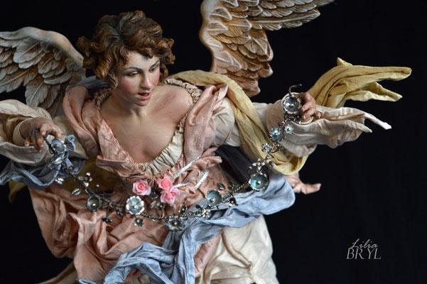 Angelo con una corona di fiori. Un pastore pastore napoletano di Lilia Bryl. Cod ANG010