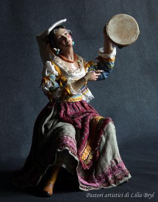 Suonatrice di tamburo, pastore napoletano stile '700 di Lilia Bryl,  MUS010
