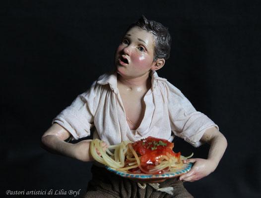 Pastori artistici: un ragazzo mangiamaccheroni
