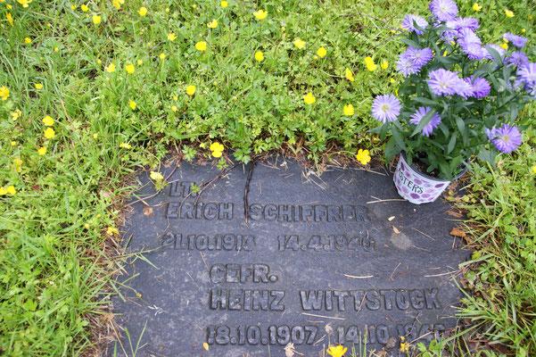 So schaut das Grab mit den Blumen von Michaela Frank aus