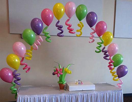 arco de globos con helio para mesa de dulces
