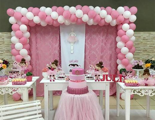 arco de globos cuadrado para mesa de dulces
