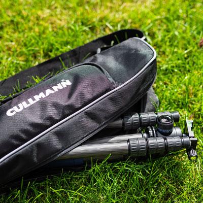 Das Stativ wird zusammen mit einer gepolsterten Stativtasche geliefert, diese verfügt über eine integrierte Tasche für Werkzeug und Kleinteile.