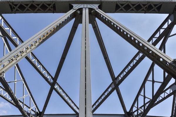 Strukturen einer 1906 erbauten Brücke