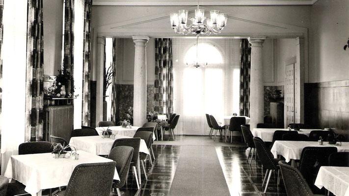 Um einmal hier essen zu dürfen nahmen DDR Bürger lange Warteschlangen in Kauf.