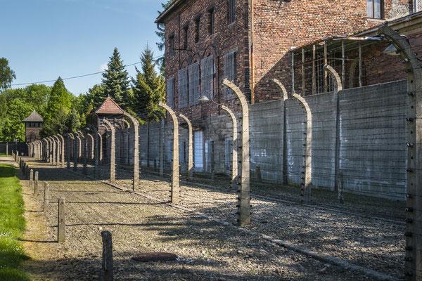 Das rote Backsteinhaus war die Effektenkammer des Stammlagers. Hier wurde alles was von den Häftlingen mitgebracht wurde, sortiert.