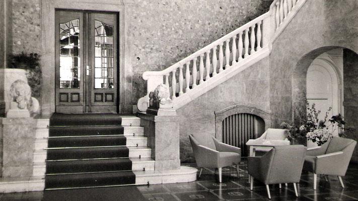 Später datierte Aufnahme des Eingangbereiches.